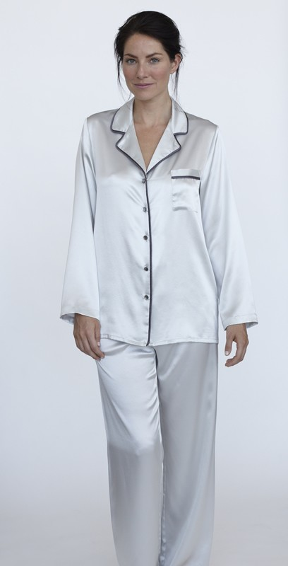 From silk pajama sets with a stylish, ultra-comfortable wrap top, sophisticated floral prints with perfectly embroidered trim, or sexy PJs and sleepshirts, Julianna Rae's fine collection of pajamas has a style to suit every women's mood.